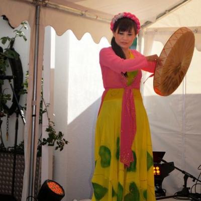 Tänzerin mit Trommel Asia Abend - Die kleine Kneipe Lämmerspiel