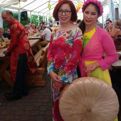 Zwei Asiatinnen und Thin Abend - Die kleine Kneipe Lämmerspiel