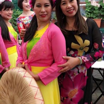Zwei Tänzerinnen Asia Abend - Die kleine Kneipe Lämmerspiel