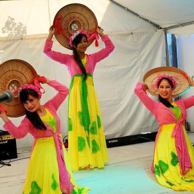 Drei Tänzerrinnen Asia Abend - Die kleine Kneipe Lämmerspiel