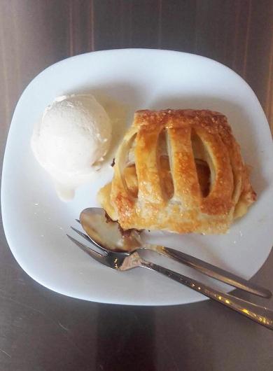 Apfelstrudel-mit-Eis-neu-1